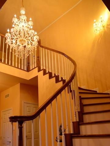 シャンデリアの照明業者でモダンなデザイン照明を特注するなら